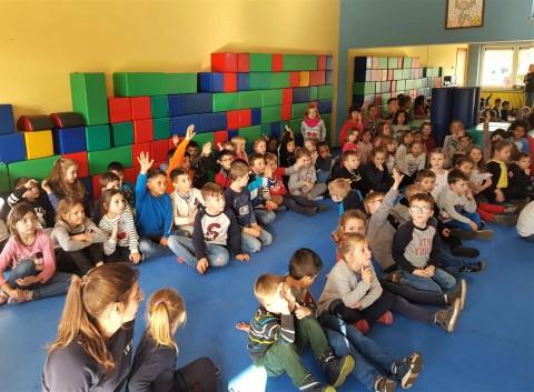 Der 3. Kindergarten und die Unterstufe feierten gemeinsam Sankt Martin (US/KG)