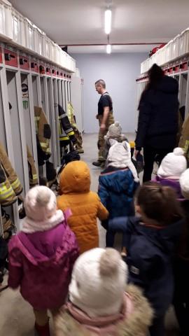 Der Kindergarten bei der Feuerwehr und der Polizei / Les maternelles visitent les pompiers et la police